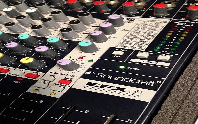 mixer soundcarft chuyen nghiep