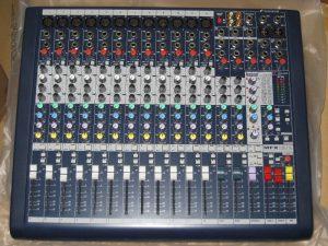 mixer-soundcraft-mfx-12-2-1m4G3-hf84Bs